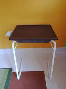 Kids study table very good condition