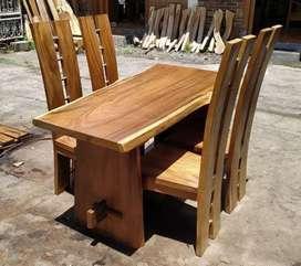 Meja makan kayu trembesi suweh