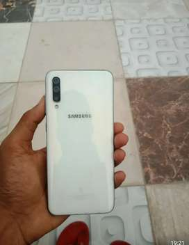Samsung A50 4/64gb good condition