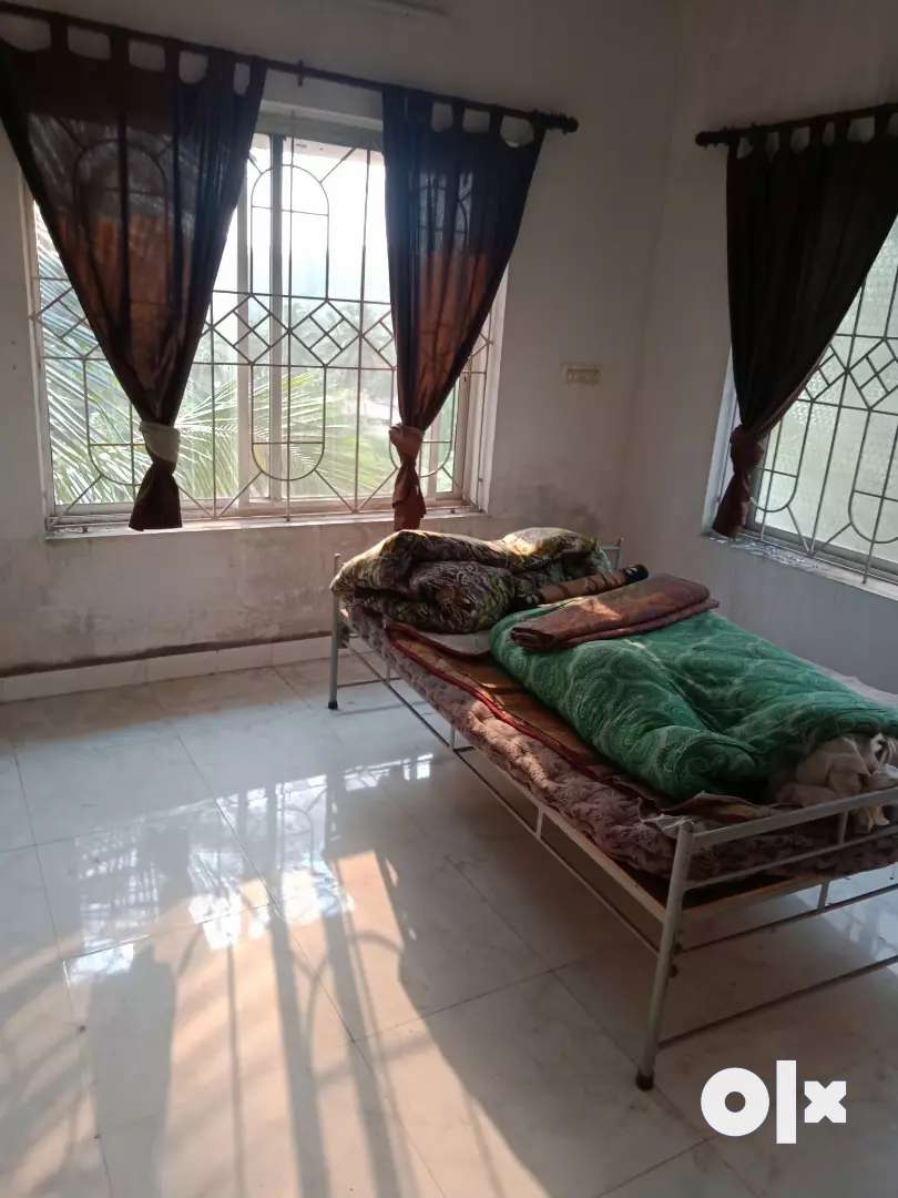 1 room and hall for rent for working bachulares at bikarnakatta