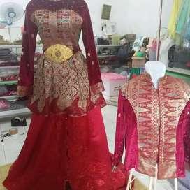 Baju pengantin maroon
