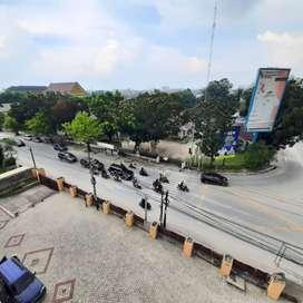 Ruang Usaha Kuliner Rooftop dengan Pemandangan Kota Pekanbaru
