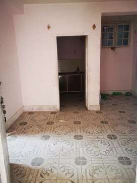 3 bed rooms flate on faqeer m road  near iqra city