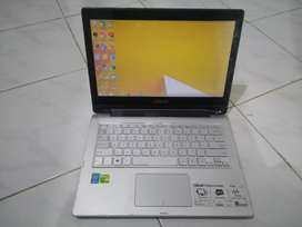 Laptop Asus Touchscreen TP300L i3-4030U ram 4gb HD 500gb Nvidia 820M