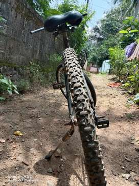 Good condition no complaint New Tyre and new wheel