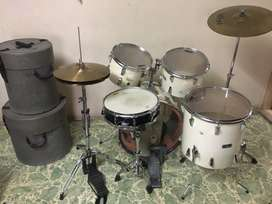 Acoustic Yamaha drum kit with fiber cases free  with new