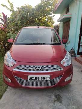 Hyundai i10 magna with all features.