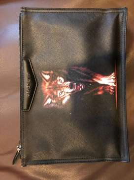 Yg penting cpt terjual Givenchi Pouch / Clutch Wolf Fullset Mulus 9/10