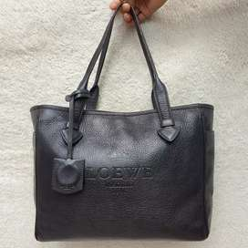 Loewe hitam kulit asli tebal made in Spain ada no seri shoulder bag