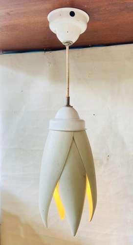 Lampu gantung daun