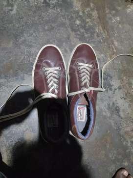 Levies shoe