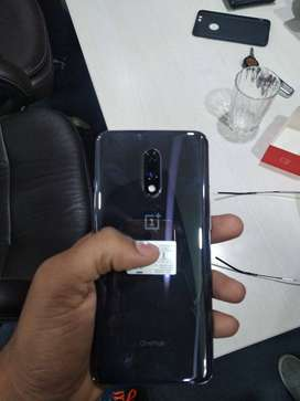 oneplus 7 available with bill box all accesories with warrenty.