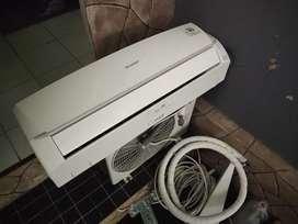 Dijual AC Sharp 3/4 PK low Watt kondisi masih bagus