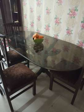 6 seater wooden dinninig table for just 8000