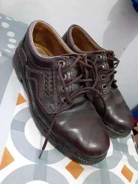 Sepatu  lee coklat