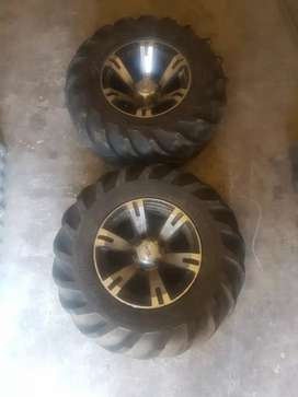 Tyre alloy with spacer