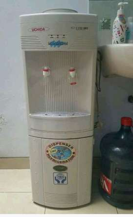 Di jual Dispenser Hot & Cold Uchida masi bagus