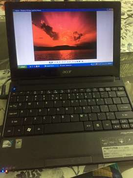 "Handy 10"" Acer Aspire one laptop"