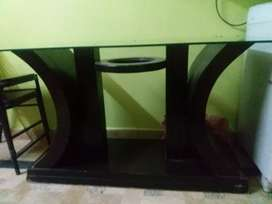 4 chairs wood/glass dinning table for a good condition