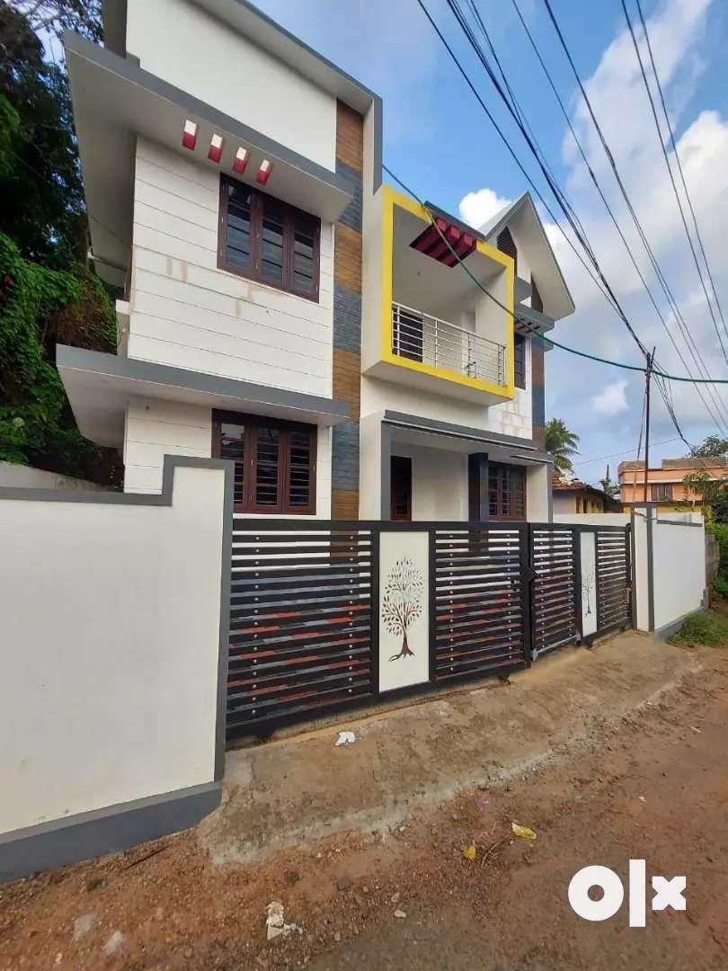 New build 3 bhk 1550 sqft house at aluva kombara j.n just 200 mtr