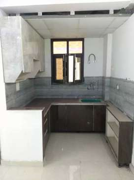 Ready to shift flat in noida