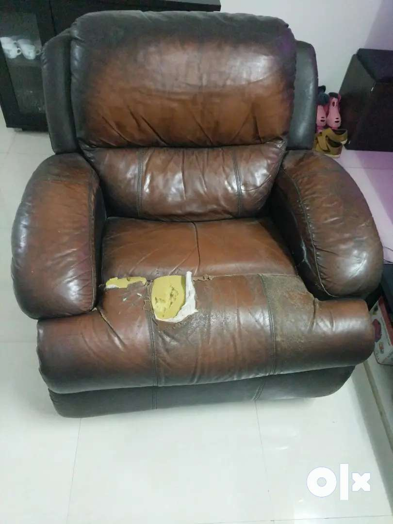 Single seater partially damaged recliner(with rocker) for sale 0