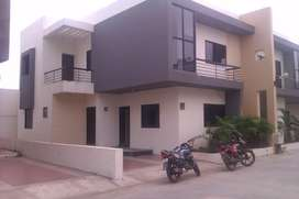 4bkh main karamsad vidyanagar road pose area nice location Bungalow r