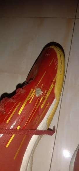 Sepatu futsal lightspeed