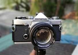 Olympus OM1 film camera w lens