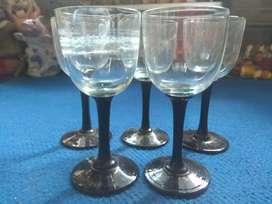 Lima gelas kaki kristal