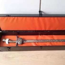 Koleksi kolektor, jual pedang kuno dan penuh histori.