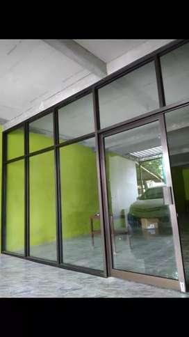 Sekat kantor ruang usaha pintu aluminium kaca