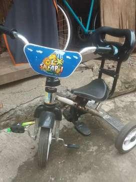 Sepeda anak anak kecil