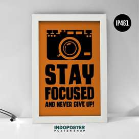 IP461 Poster Motivasi Kantor Stay Focused And Never Give Up! 45x30cm