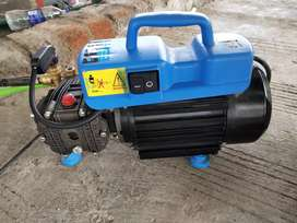 Portable high pressure cleaning machine