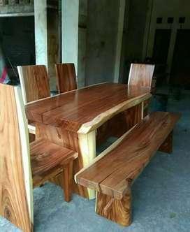 Meja makan kursi trembesi ready kirim