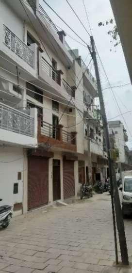 Shop available in Gali No 4 Shanti Nagar Mani Majra size 10 by 10