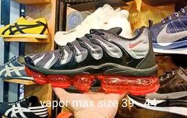 Sepatu sport  premium