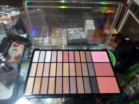 seven cool brand Eye shadow with 3 bluhon.