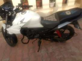 Honda CB-Twister, sport look and single handed use