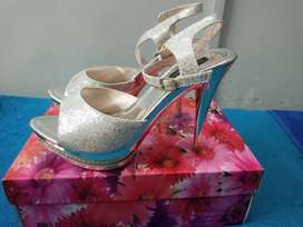 Stylo and metro shoes in very cheap rates