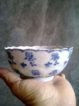Mangkok biru putih. Motif bunga. Kangxi Cina Kuno