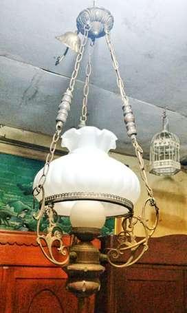 Lampu gantung kuno antik dari bahan kuningan