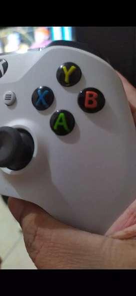 Xbox one 1tb 2 controller