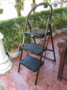 Krisbow Tangga Lipat 3 Step Dengan Busa Dudukan Hitam Portabel Ladder
