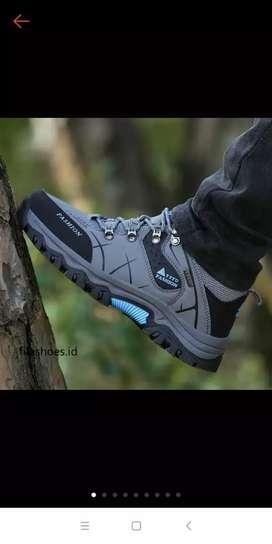 Sepatu tracking outdoor.. Rp 225.000,-  bisa nego