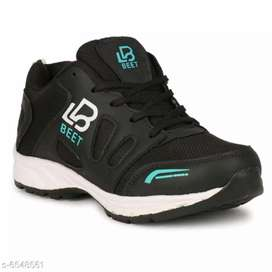 Sports shoe's