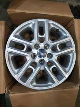 I want to sell Jeep CAMPASS 17 INCH Alloy wheels.