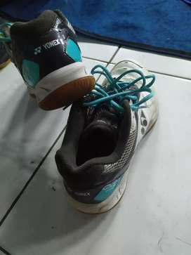 Sepatu yonex ori