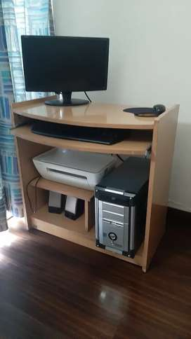 Desktop CPU with key board and speaker for sale